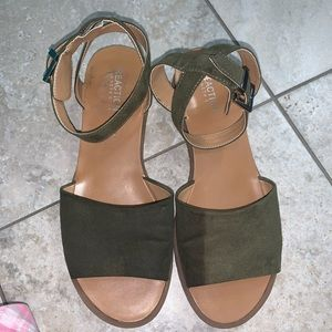 Kenneth Cole Olive Green Sandals